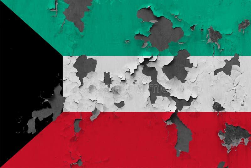 Zamyka w górę grungy, uszkadzającej i wietrzejącej Kuwejt flagi na ścianie struga daleko farbę widzieć wśrodku powierzchni, zdjęcie royalty free