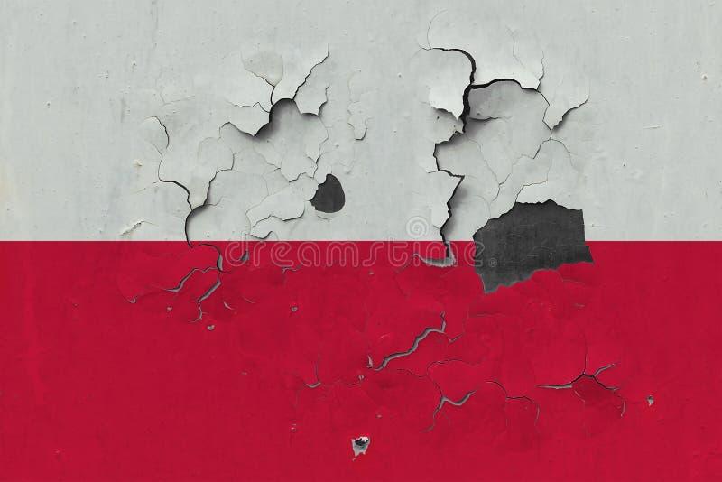 Zamyka w górę grungy, uszkadzającej i wietrzejącej Polska flagi na ścianie struga daleko farbę widzieć wśrodku powierzchni, royalty ilustracja