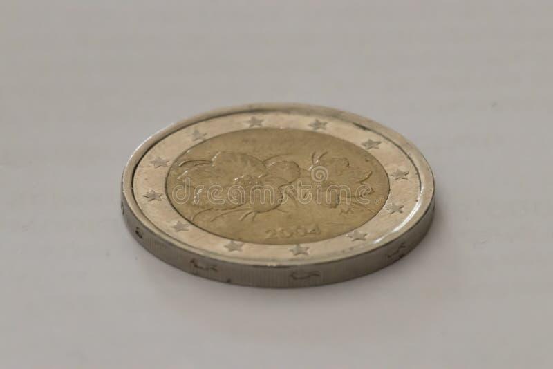Zamyka w górę jeden Euro podławej monety Centrum selekcyjna ostro?? Makro- strza? fotografia royalty free