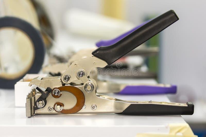 Zamyka w górę kablowego krajacza lub depeszuje spychacza wyposażenie dla elektrycznej przemysłowej pracy zdjęcie stock