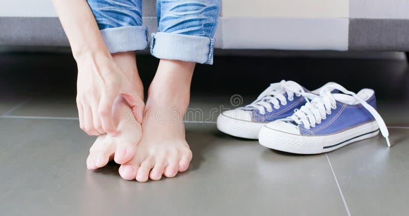 Zamyka w górę kobiety atlety stopy obrazy royalty free