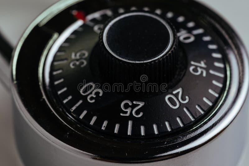 Zamyka w górę kombinacja kędziorka z okręgiem liczby i kod otwierać używać jako ochrona i siekający pojęcie, zbawczy fotografia stock