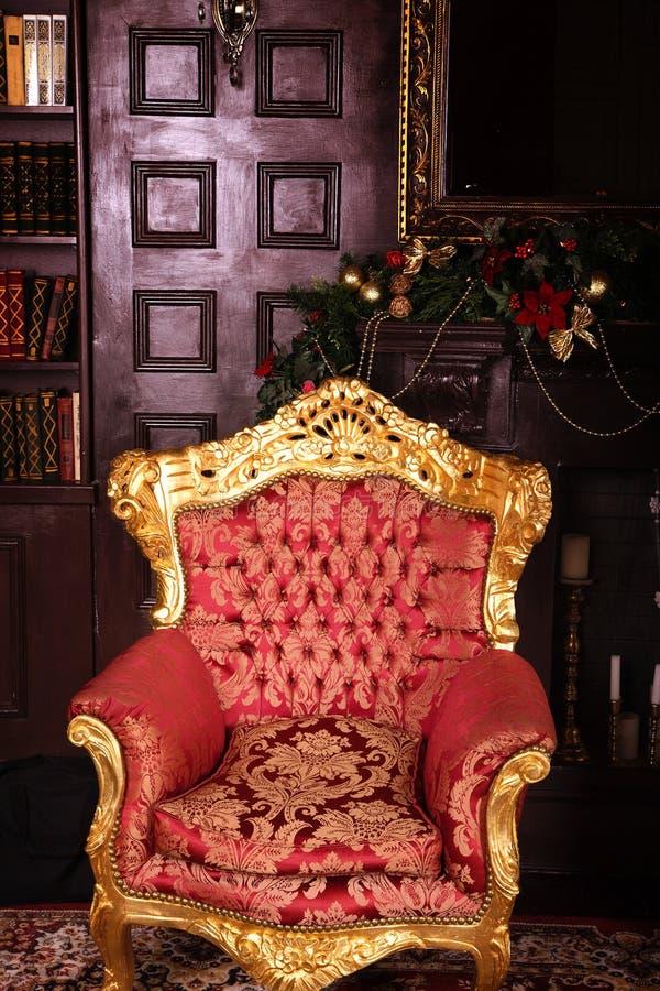 Zamyka w górę luksusowego czerwonego krzesła zdjęcie stock