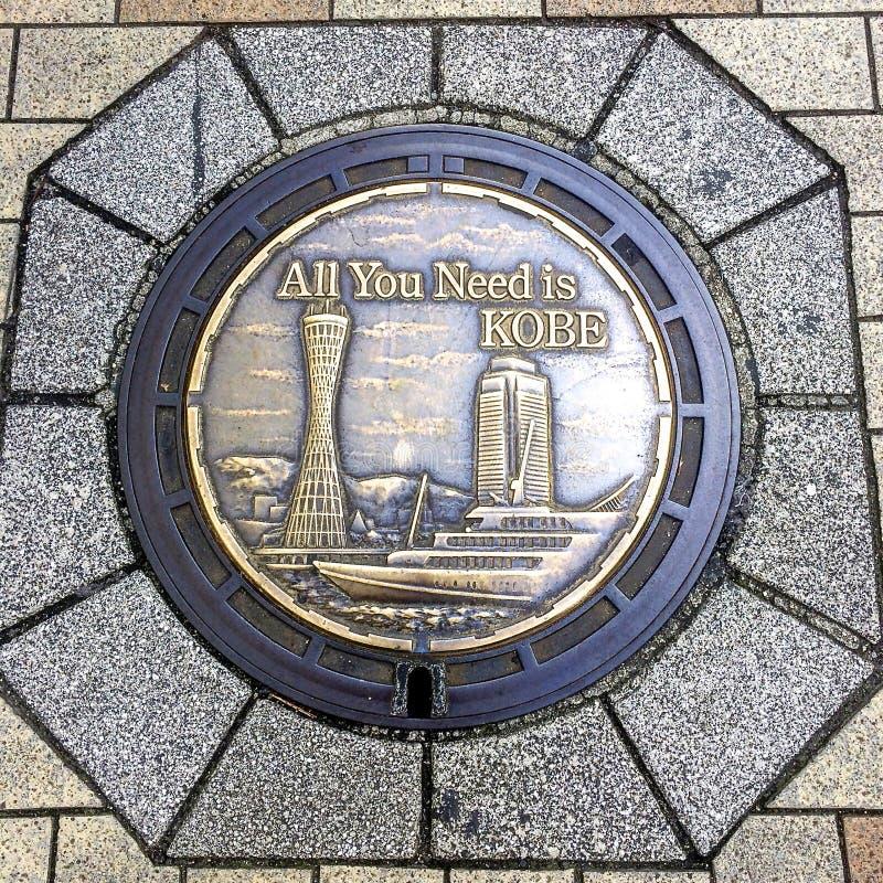 Zamyka w górę obrazka pięknie dekorujący Manhole Kobe miasto, Japonia obraz royalty free