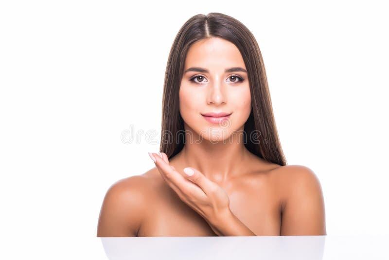 Zamyka w górę piękno portreta piękna przyrodnia naga kobieta odizolowywająca nad białym tłem fotografia stock