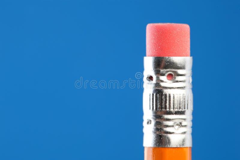 Zamyka w górę pojedynczej żółtej ołówkowej gumki fotografia stock
