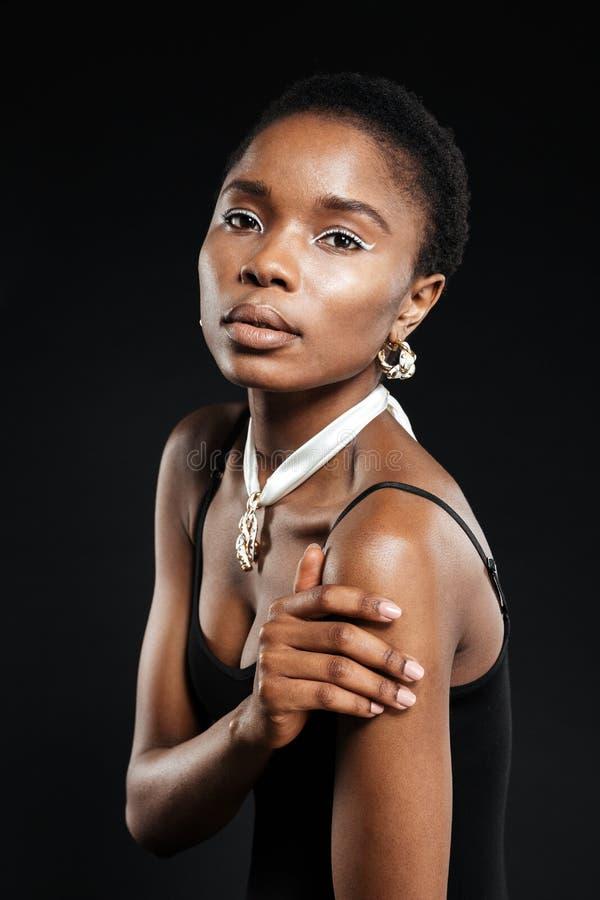 Zamyka w górę portreta atrakcyjna młoda amerykanin afrykańskiego pochodzenia kobieta obrazy royalty free