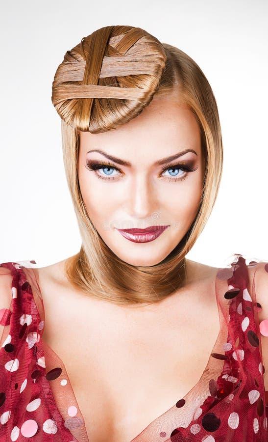 Zamyka w górę portreta atrakcyjna seksowna blond kobieta obrazy stock