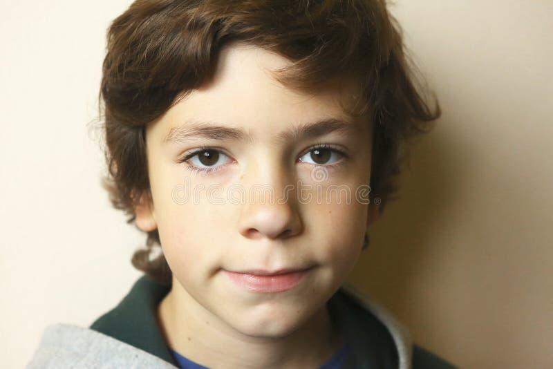 Zamyka w górę portreta europejska nastoletnia chłopiec obraz stock