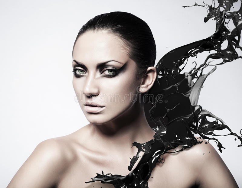 Zamyka w górę portreta kobieta z czernią zdjęcie royalty free