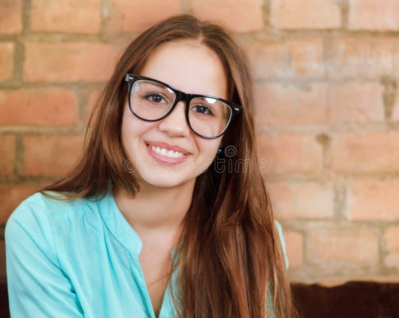 Zamyka w górę portreta piękna śliczna nastoletnia dziewczyna obrazy stock