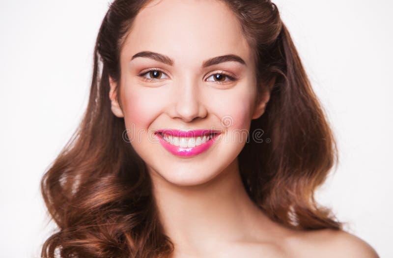 Zamyka w górę portreta piękny młody szczęśliwy ono uśmiecha się obraz royalty free