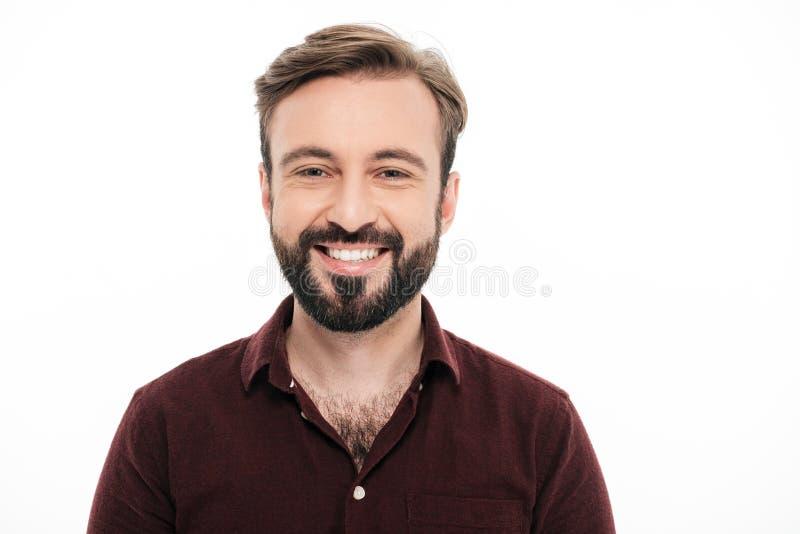 Zamyka w górę portreta uśmiechnięty młody brodaty mężczyzna obraz stock
