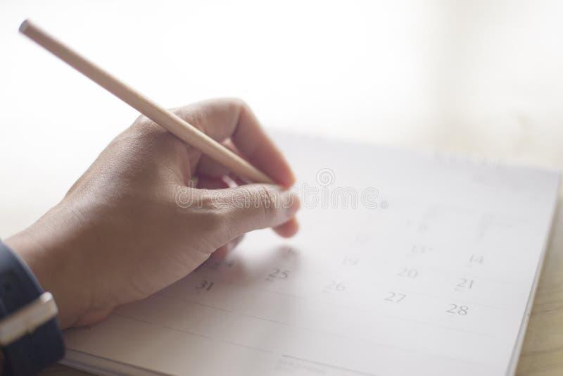 Zamyka w górę ręki writing w kalendarzu zdjęcie stock