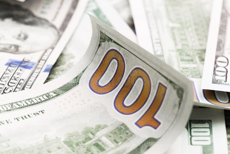 Zamyka w górę rozsypiska sto dolarów, selekcyjna ostrość Dolary my pieniądze tło obraz royalty free