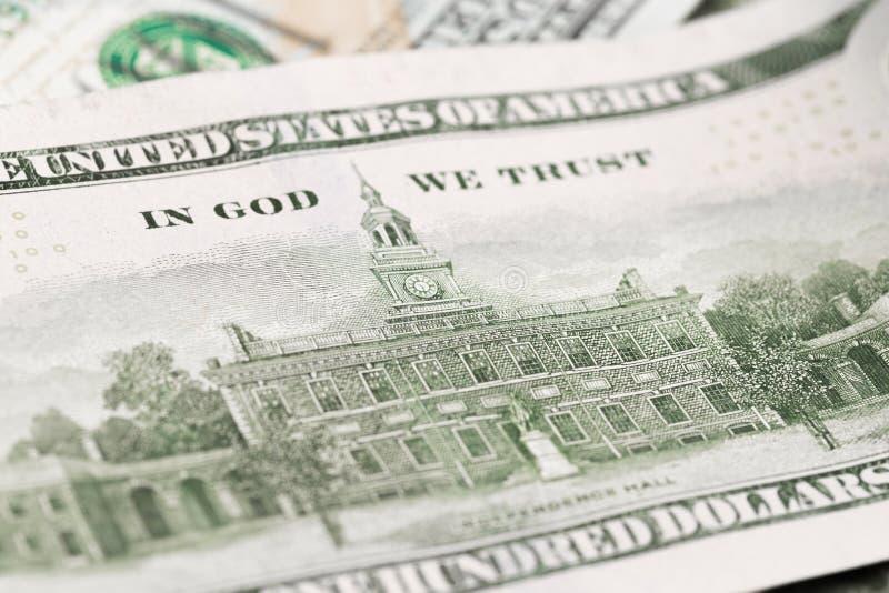 Zamyka w górę rozsypiska sto dolarów, selekcyjna ostrość Dolary my pieniądze tło zdjęcie stock