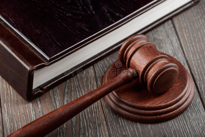 Zamyka w górę sędziego młoteczka na zdjęcie royalty free