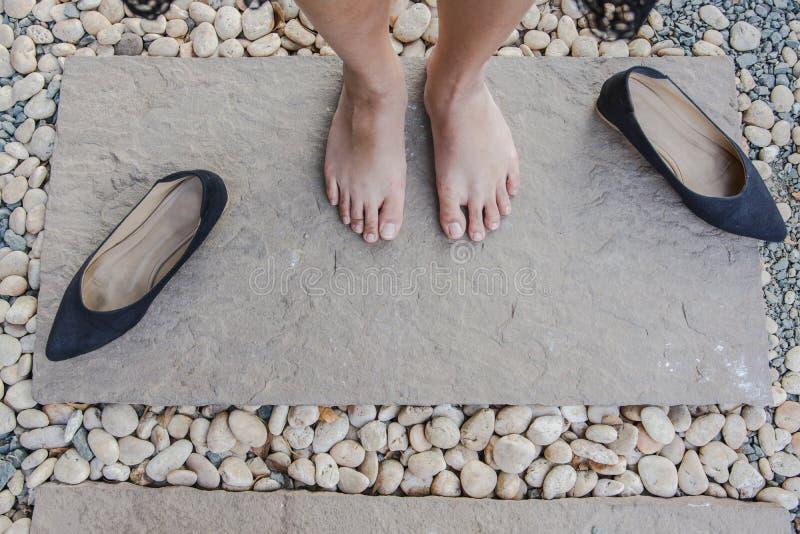 Zamyka w górę stopy i nóg widzieć od above Odgórny widok obrazy stock