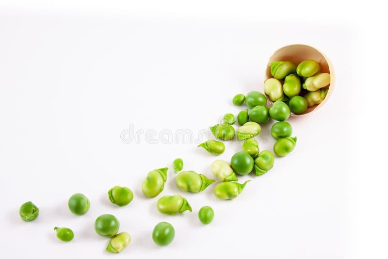 Zamyka w górę strzału składów świezi warzywa i asortymentu fasole i grochy obrazy stock