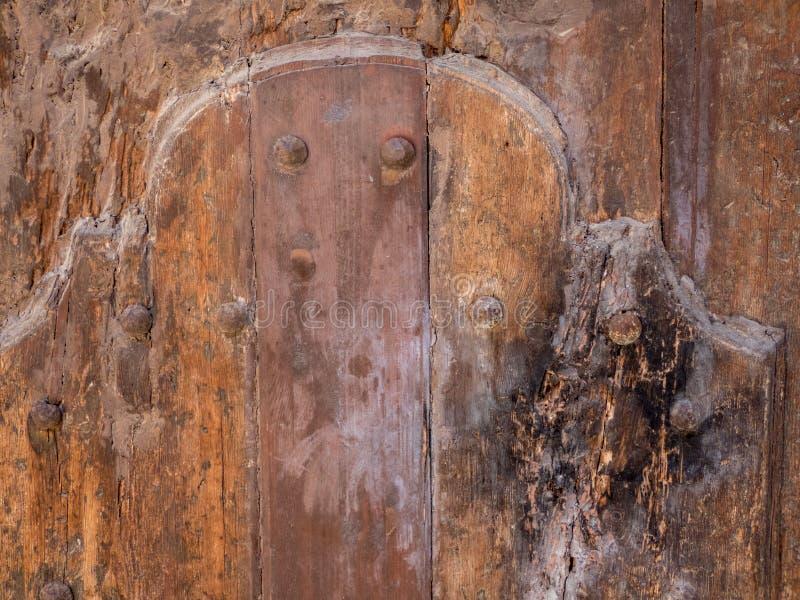 Zamyka w górę szczegółu starego brązu drewnianego drzwiowego tła obraz royalty free