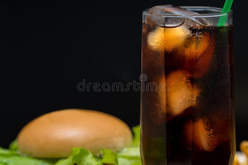 Zamyka w górę szkła zazębiona lukrowa soda na obraz stock