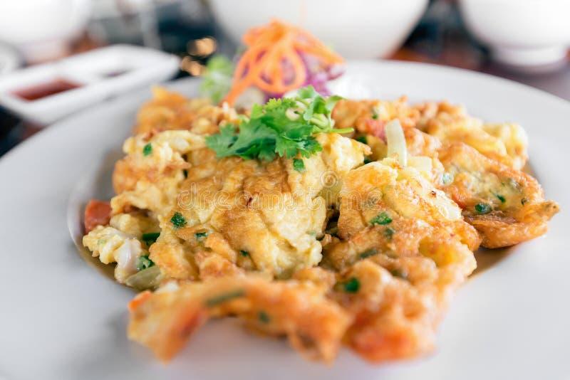 Zamyka w górę tradycyjnego Tajlandzkiego stylowego omletu Omelette, robić od bea zdjęcie stock