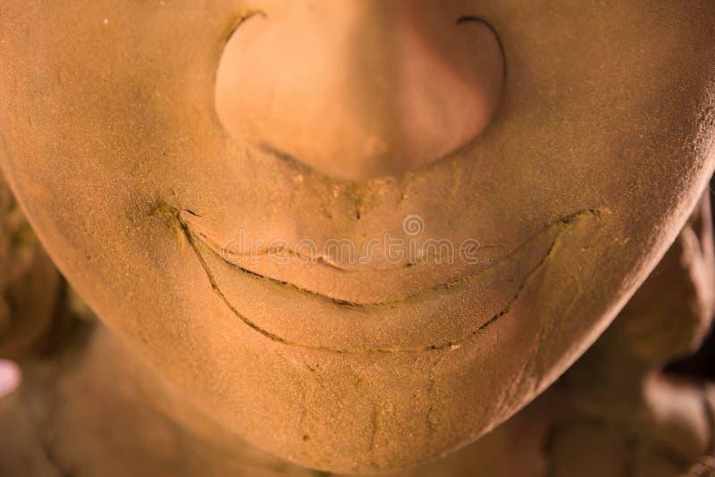 Zamyka w górę twarzy Buddha piaskowcowa statua w Wata Khanon świątyni przy zdjęcie royalty free