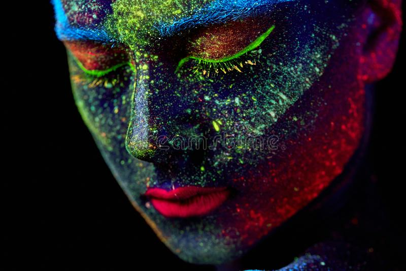 Zamyka w górę ULTRAFIOLETOWEGO abstrakcjonistycznego portreta fotografia royalty free
