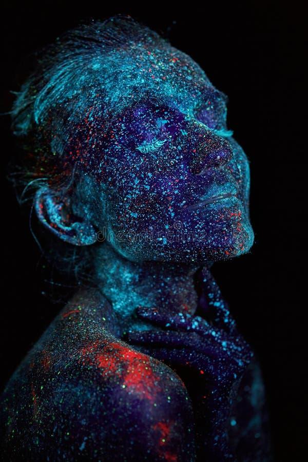 Zamyka w górę ULTRAFIOLETOWEGO abstrakcjonistycznego portreta kosmosu zdjęcia royalty free