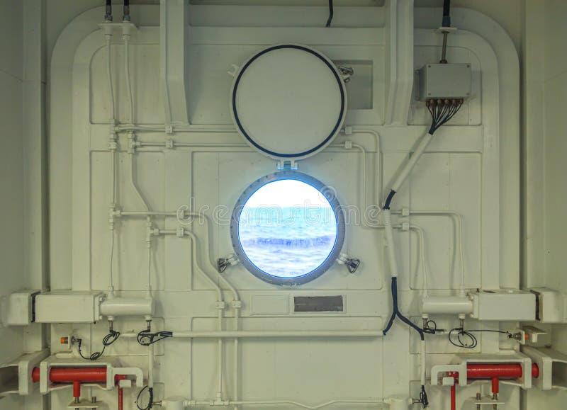 Zamyka w górę widoku porthole na statku wycieczkowym zdjęcia stock