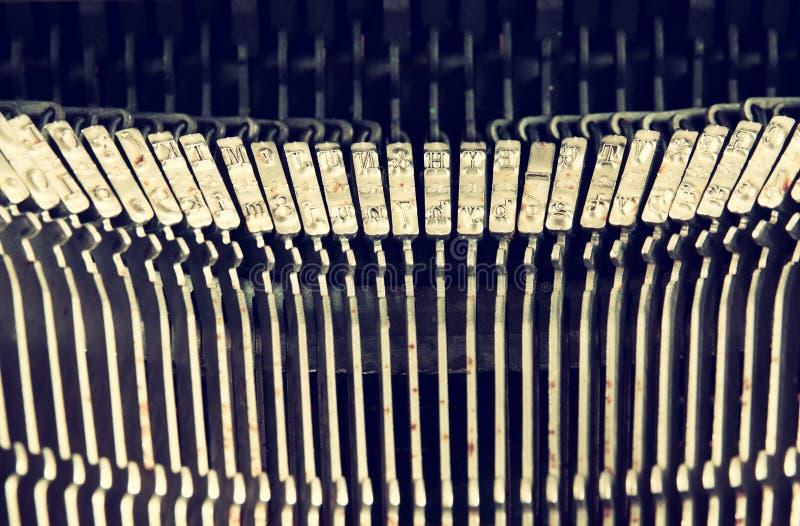 Zamyka w górę wizerunku kruszcowi maszyna do pisania klucze Rocznik filtrujący Selekcyjna ostrość zdjęcia royalty free
