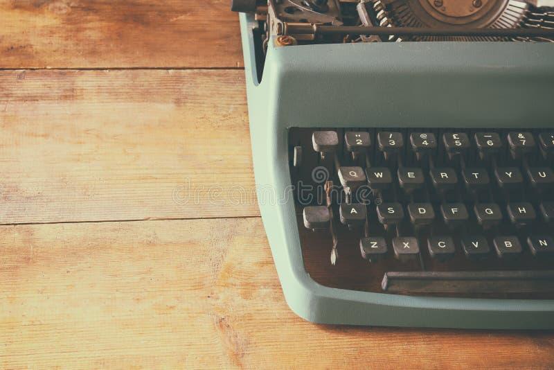 Zamyka w górę wizerunku maszyna do pisania klucze Rocznik filtrujący Selekcyjna ostrość obrazy stock