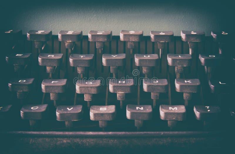 Zamyka w górę wizerunku maszyna do pisania klucze Rocznik filtrujący Selekcyjna ostrość obrazy royalty free