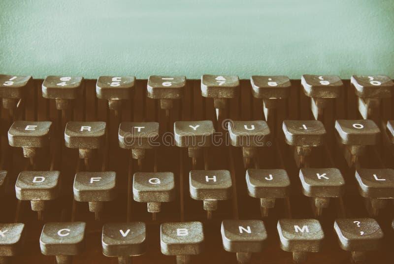 Zamyka w górę wizerunku maszyna do pisania klucze Rocznik filtrujący Selekcyjna ostrość fotografia stock