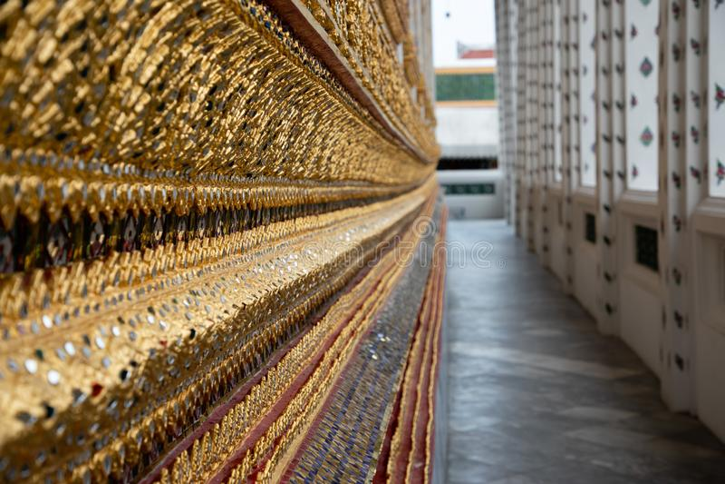 Zamyka w górę złotych szczegółów Tajlandzka świątynia zdjęcie stock
