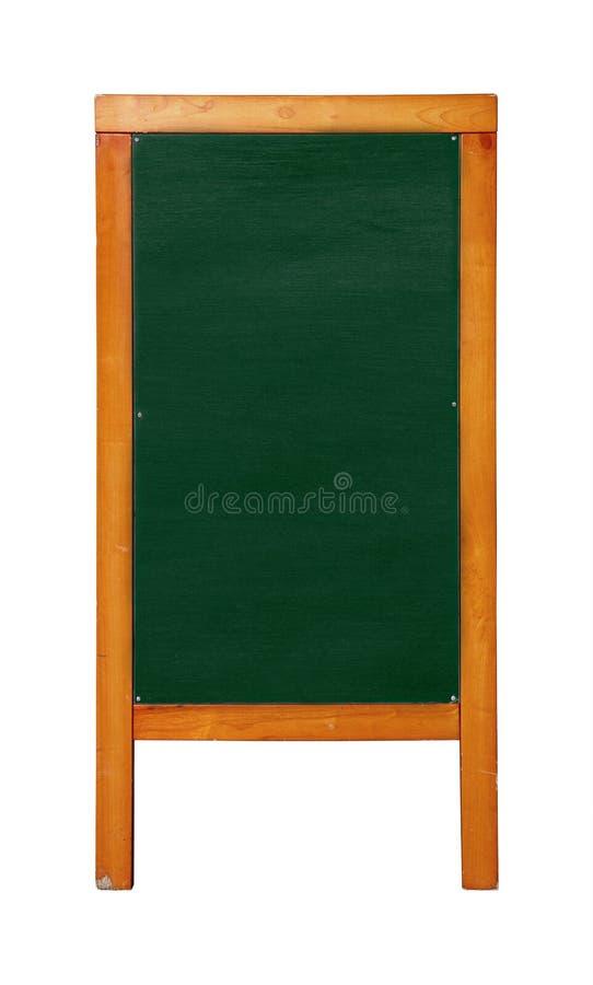 Zamyka w górę zielonego trwanie pustego czystego chalkboard menu w brąz drewnianej ramie odizolowywającej obraz stock