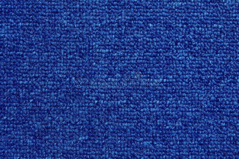 Zamyka w górę zmroku - błękitnego koloru tekstury dywanowy tło z bezszwowym wzorem zdjęcia stock