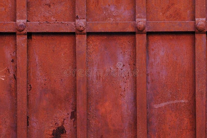 Zamyka w górę, zrudziali metali prześcieradła, paraleli deski obrazy stock