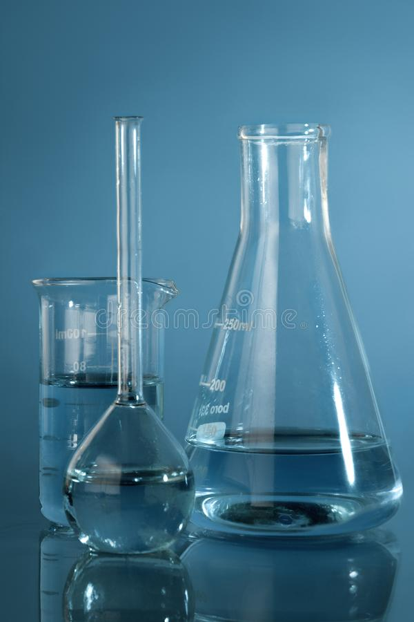 Zamyka w g?r? fotografii chemiczny glassware obraz stock