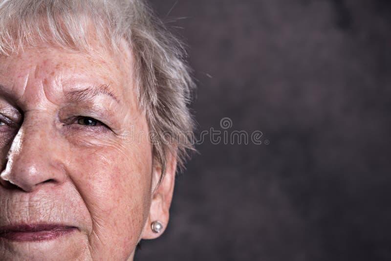 Zamyka w g?r? portreta starsza kobieta obraz royalty free