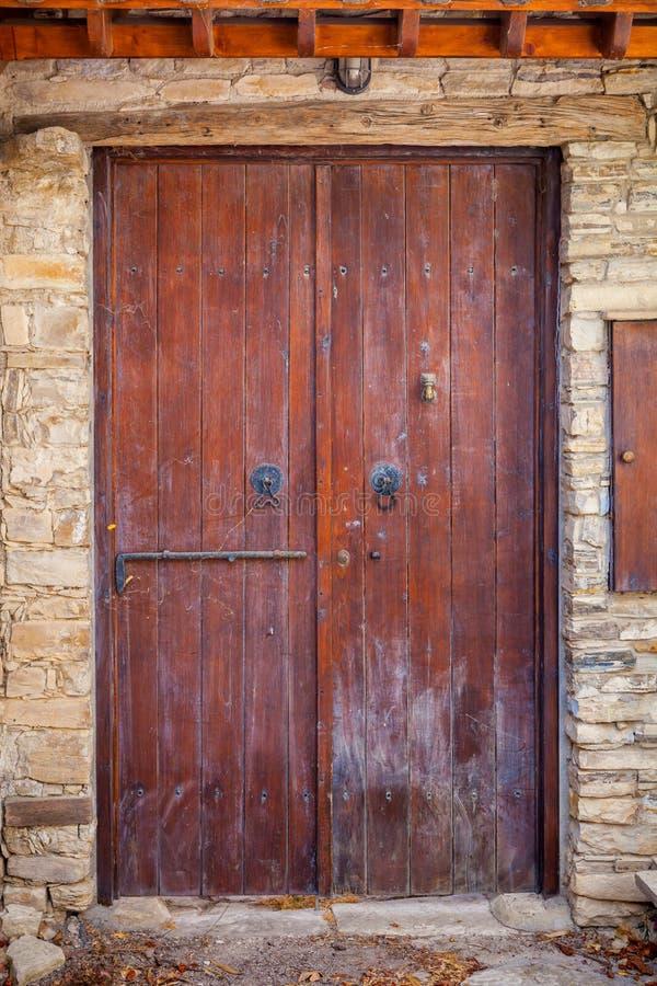 zamykają drzwi tła miły starszy, drewniany obraz royalty free
