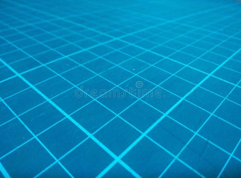 Zamykający w górę nowożytnej linii na błękitnych tło zdjęcie royalty free