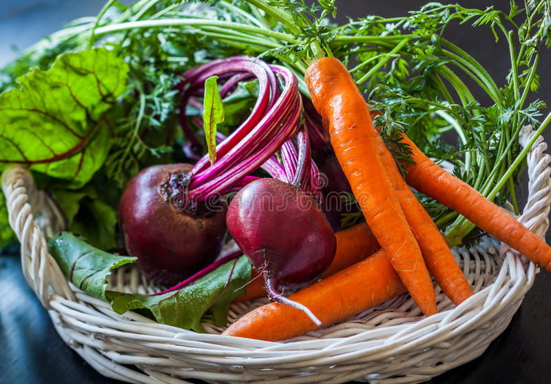 Zanahoria y remolachas frescas fotografía de archivo libre de regalías