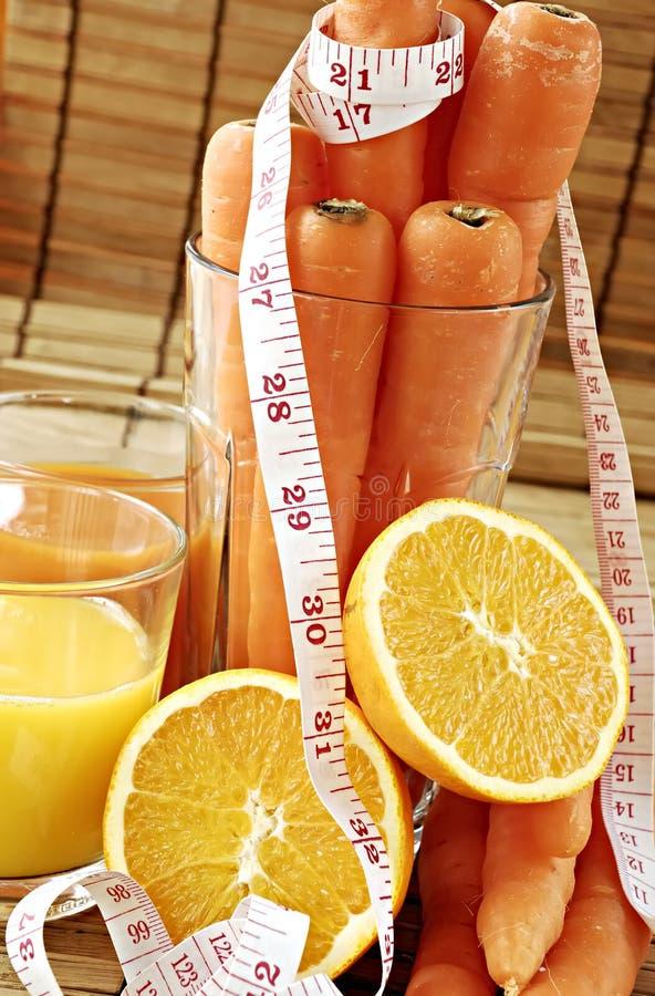 Zanahoria y zumo de naranja foto de archivo libre de regalías