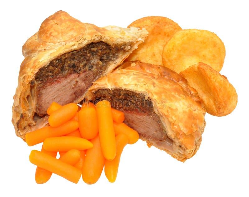 Zanahorias de Wellington With Roasted Potatoes And de la carne de vaca imágenes de archivo libres de regalías