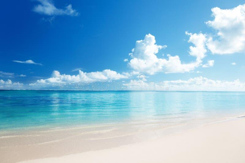 Zand en Caraïbische overzees royalty-vrije stock foto's