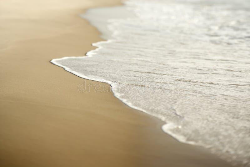 Zand met golven. stock foto's