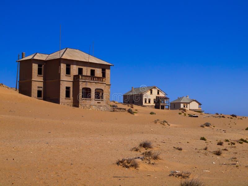 Zand in verlaten huis in Kolmanskop-spookstad stock fotografie
