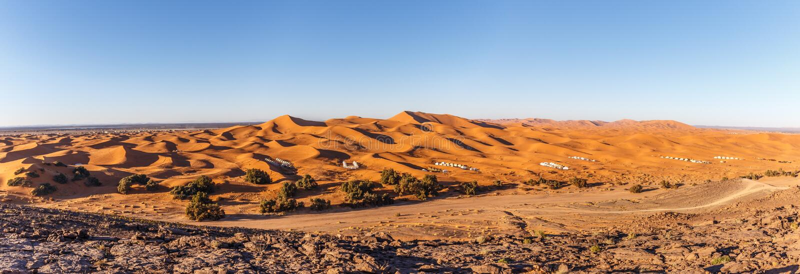 Zandduinen bij het Panorama van Ergchebbi stock foto's