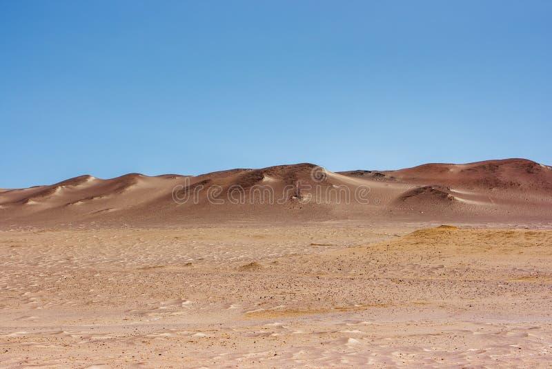 Zandduinen in de Paracas-Schiereilandreserve, Peru stock foto's